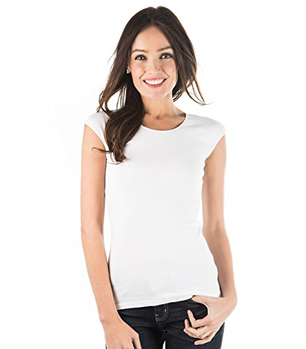 Woman wearing a T-shirt with cap sleeve.