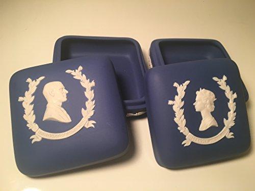 Wedgwood Pair of Silver Jubilee Blue Jasperware Square Lidded Box Queen Elizabeth II and Duke of Edinburgh Prince Philip (Wedgwood Laurel)