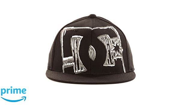 e87f32abde5 Amazon.com   DC Shoes Smooth Flat Brim Flexfit Hat Cap (Black White Grey