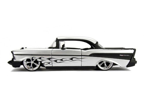 NEW 1:24 DISPLAY JADA TOYS COLLECTION - 1957 Chevrolet Bel Air Silver