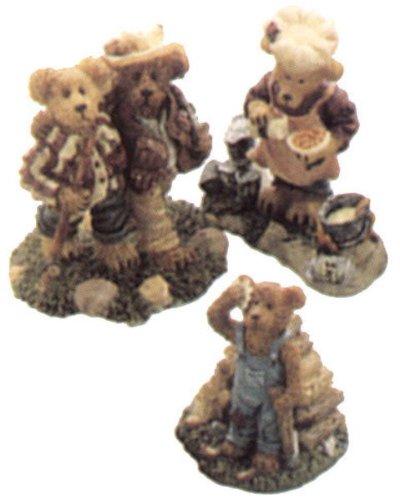 - Boyds Bearly-Built Villages Edmund's Hideaway Accessories (Edmund T. Bear, Cookie Beanstir, Myron and Thayer) Style # 19505-1