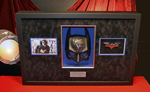 """Original Set-Used BATMAN """"Dark Knight"""" STORYBOARDS, Signed CHRISTIAN BALE Mask, screen-used Cape and Tire Prop pieces, COA UACC, Frame, BLU RAY DVD ()"""
