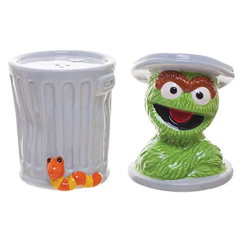 (Sesame Street Oscar Sculpted Ceramic Salt & Pepper Set)