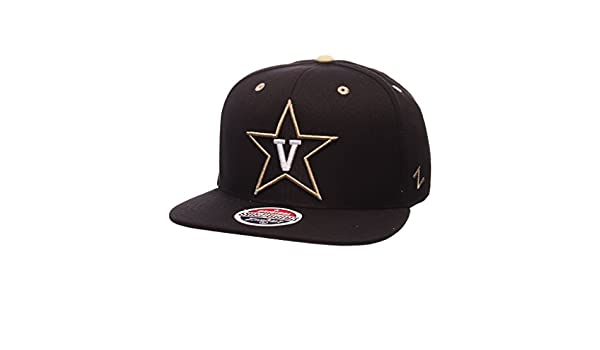 dd974b18eaf98 Amazon.com   Zephyr Men s Vanderbilt Commodores Z11 ZWOOL HAT Black ADJ    Sports   Outdoors