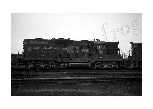 Norfolk & Western diesel locomotive #911 5x7