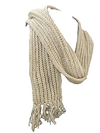 06e410b0aab97 Toasty Warm Chunky Knit Hand knitted Fair Trade Cream Scarf with Pocket 100%  Wool: Amazon.co.uk: Clothing