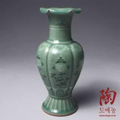 Korean Celadon Glaze Peony Flower Inlay Design Green Decorative Porcelain Ceramic Pottery Home Decor Accent Vase
