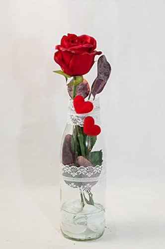 Romántica rosa roja con 2 corazones y cinta de encaje