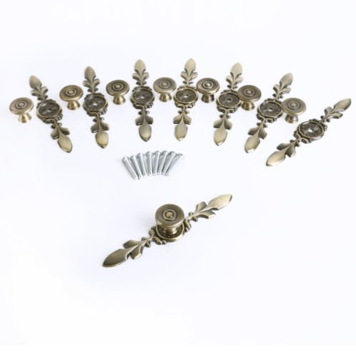 The Pecan Man 8Pcs Vintage 2 Chic Metal Drawer Pulls Antique Brass Door Cabinet Handles - Lock Cab Drawer