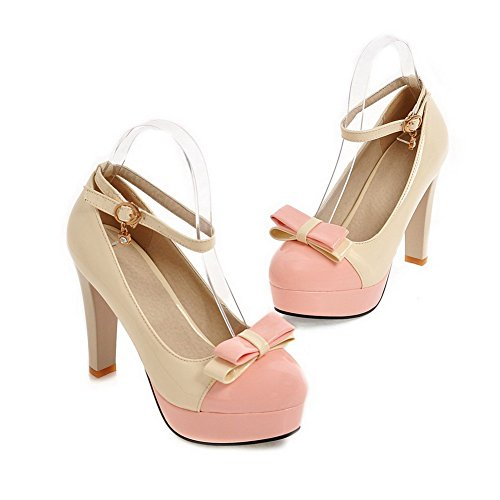 AllhqFashion Damen Lackleder Schnalle Rund Zehe Gemischte Farbe Pumps Schuhe Cremefarben