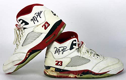 Bulls Michael Jordan Autographed Signed 1990 Game Used Nike Air Jordan V Shoes Bas - Certified Authentic ()