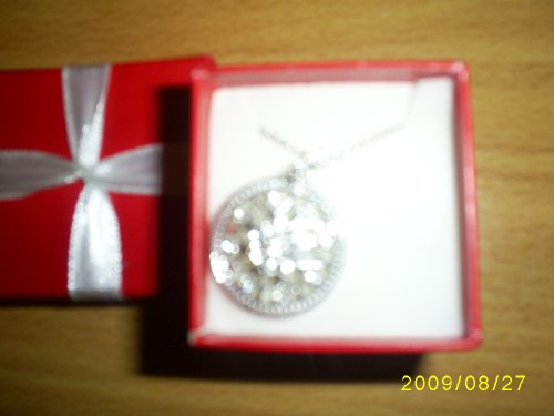Avon Snowflake Necklace in Red Signature Holiday Box Christmas - Avon Silver Tone Necklace