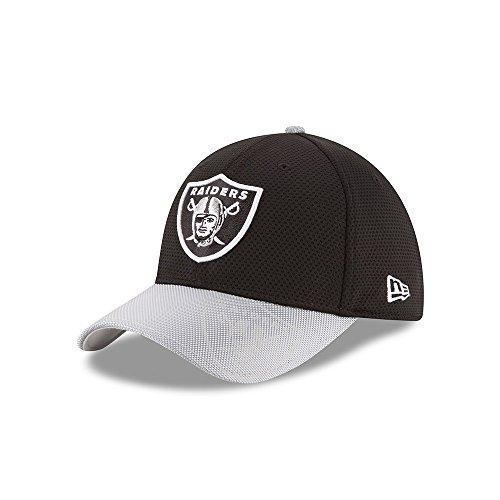 New Era Men's 2016 NFL Sideline 3930 Raiders Flex Fit Hat Black/Silver Size Small/Medium