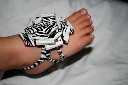 Barefoot Petal - 1 Par Bububibi Baby Sandalias De Flores Con Envoltura Suave / Hair Scrunchy / Band De Mano - Zebra