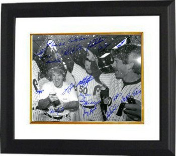 Manny Trillo Signed Philadelphia Phillies 16x20 Photo Framed Photo - 1980 World Series Team B&W 21 Signature 1983 Photo