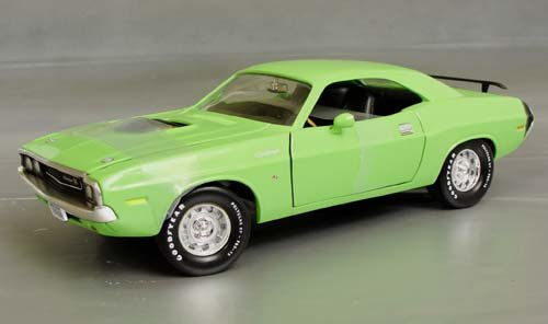 Models Campbell Scale (#29120 Ertl/ Campbell Collectibles Club Mopar 2000 1970 Six Pack Challenger, Sublime Green 1/18 Scale Diecast)