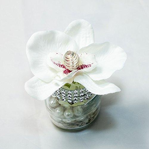 Pequeño centro de mesa con phalaenopsis blanca + pedrería en un ...