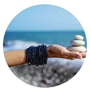 alfombrilla de ratón Pirámide de piedras en la palma de la mano femenina - ronda - 20cm