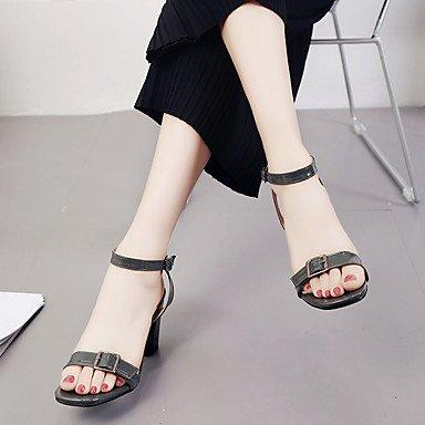 LvYuan Mujer Sandalias Confort Cuero Patentado Verano Paseo Confort Hebilla Talón de bloque Beige Gris oscuro Menos de 2'5 cms beige