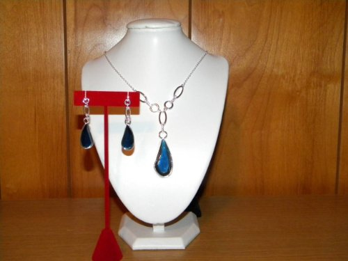 Avon Beautiful Teardrop Necklace and Earring Gift Set