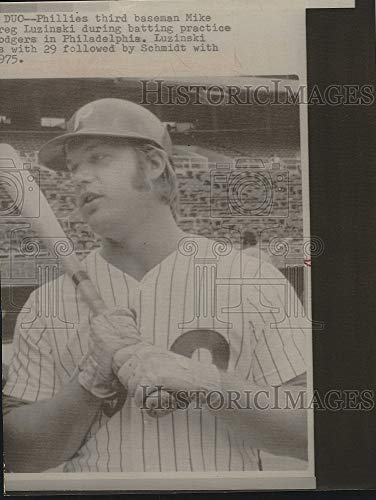Vintage Photos 1975 Press Photo Phillies 3rd Baseman Mike Luzinski in Action (Best Third Baseman Of All Time)