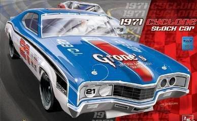 Model King 1971 Mercury Cyclone NASCAR 1:25 Scale Model Kit ()