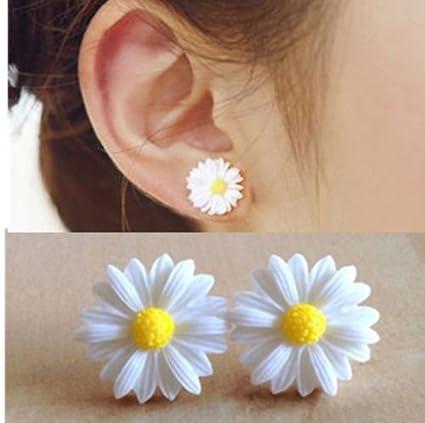 Amazon fashion womens cute white daisy flower stud earrings fashion womens cute white daisy flower stud earrings jewelry gift new mightylinksfo