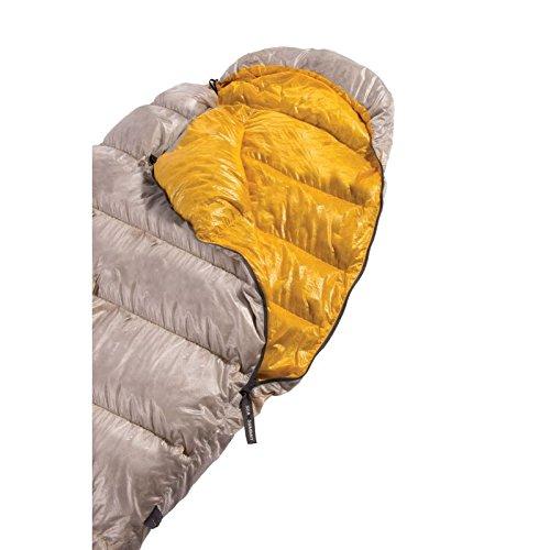 Le Sac de couchage Sea to Summit Spark I est étonnamment léger. Sacapuche avec serrage élastiqué fait un très bon travail pour vous envelopper et retenir un maximum la chaleur.