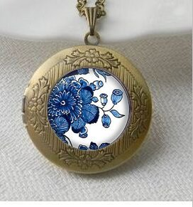 Price comparison product image Delft Pottery Art Pendant, Blue & White Vintage Pendant Locket Necklace, Silver Plated pendant,Delft Jewelry,Vintage Pendant Locket Necklace