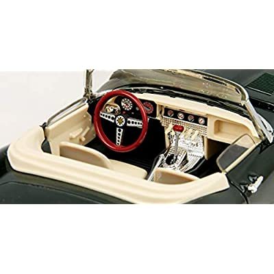 1961 Jaguar E Type Cabriolet 1/18 Green: Toys & Games