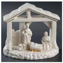 Amazon Com Mikasa Holiday Elegance 5 Nativity Scene Figurine Home Kitchen