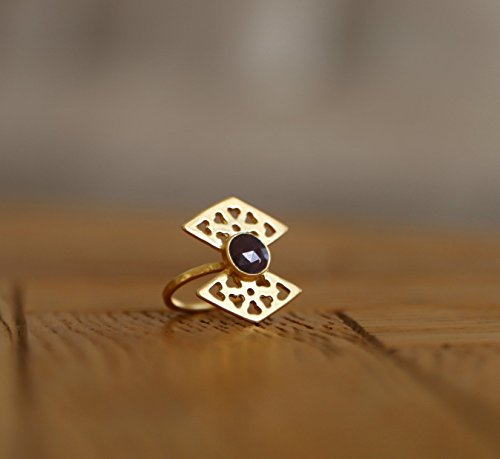 handmade-designer-statement-ring-tringle-14k-gold-ring-with-sapphire-gemstone