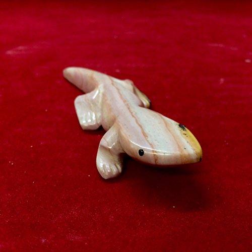 ~Gordon Poncho Gecko Fetish - Hand Carved From Dolomite Stone (CC1446)