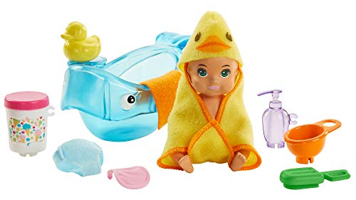 Barbie Skipper Babysitters Inc. Feeding and Bath-Time Playset with Color-Change Baby Doll, Bathtub, Popsicle Sponge and Bath-Time Accessories Including Duck-Shaped Towel