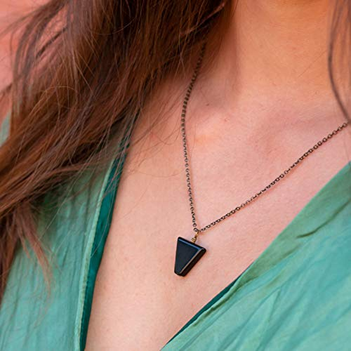 Black jasper stone triangle necklace in bronze - 18