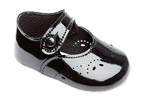 Early Days Baypods–Zapatos merceditas para bebé, cierre con agujero y botón, diseño de pétalos negro (black patent)