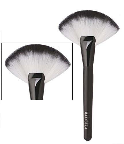 BRAND New Natural Hair Fan Blush Brush Make Up Foundation Tool