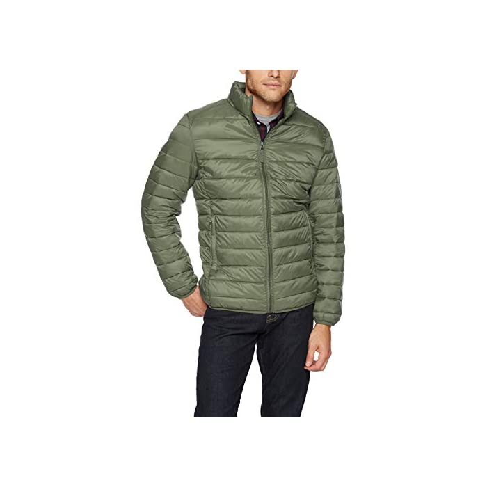 Vestirse con un clima frío es fácil con esta chaqueta versátil, acolchada, ligera y resistente al agua que cuenta con una cremallera completa frontal y un cuello alto. Cuello alto, bolsillos con cremallera, puños elásticos. Exterior: 100% Nylon; Forro: 100% Nylon; Relleno: 100% Poliéster