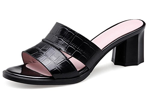 Offene Sandalen im Sommer mit kühlen Pantoffeln, dick mit einem runden Schuhen Black
