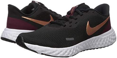 Remontarse Desde allí conferencia  Nike Women's Revolution 5 Running Shoe, Wolf Metallic Cool Grey, 7.5  Regular US: Buy Online at Best Price in UAE - Amazon.ae