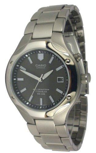 CASIO LIN-165-1BVEF - Reloj de caballero de cuarzo, correa de titanio