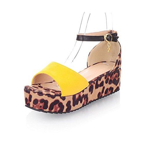 AllhqFashion Damen Mattglasbirne Offener Zehe Mittler Absatz Schnalle Gemischte Farbe Sandalen Gelb