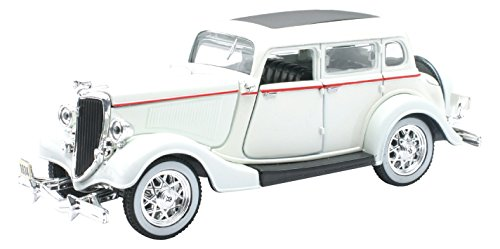 NEW RAY SS-55213 1/32 1934 Ford Deluxe Fordor (1930 Ford Model)
