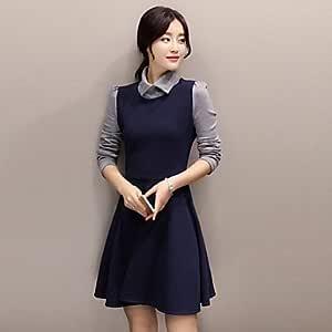 La mujer vestido Azul Vestido negro Ocasional Collar de la ...