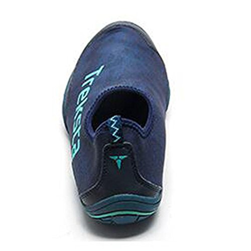 Fútbol de Lycra del deporte al aire libre del hombre que vadea los zapatos Blue