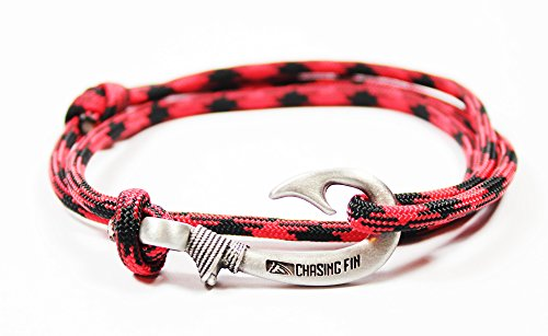 Chasing Fin Adjustable Bracelet 550 Military Paracord with Fish Hook Pendant, Black Widow