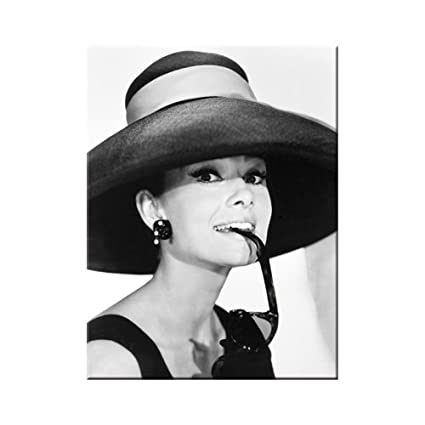 ffb2cb5057400 Nostalgic Art - Breakfast at Tiffany s Audrey Hepburn - Hat   Glasses -  Magnet - 6.8 cm  Amazon.co.uk  Kitchen   Home