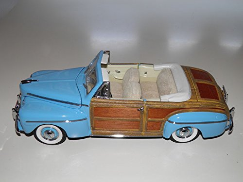 Road Signature 20048 1946 Ford Sportsman Woody Green With Leather and Wood 1/18 Diecast Car Model