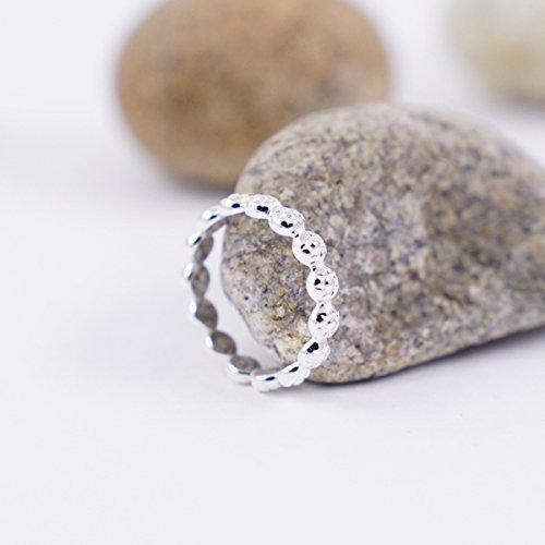 Daisy Size 6 Sterling silver stackable ring for women. Dainty flower band (Beach Dress Up Ideas)