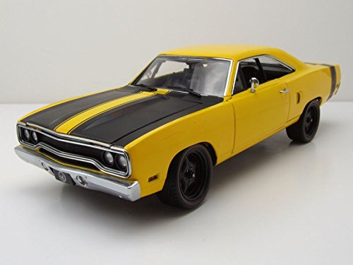 (1970 Plymouth Road Runner Street Fighter 6-Pack Attack Yellow with Black Stripes Limited Edition to 780 pieces Worldwide 1/18 Diecast Model Car by GMP 18837)